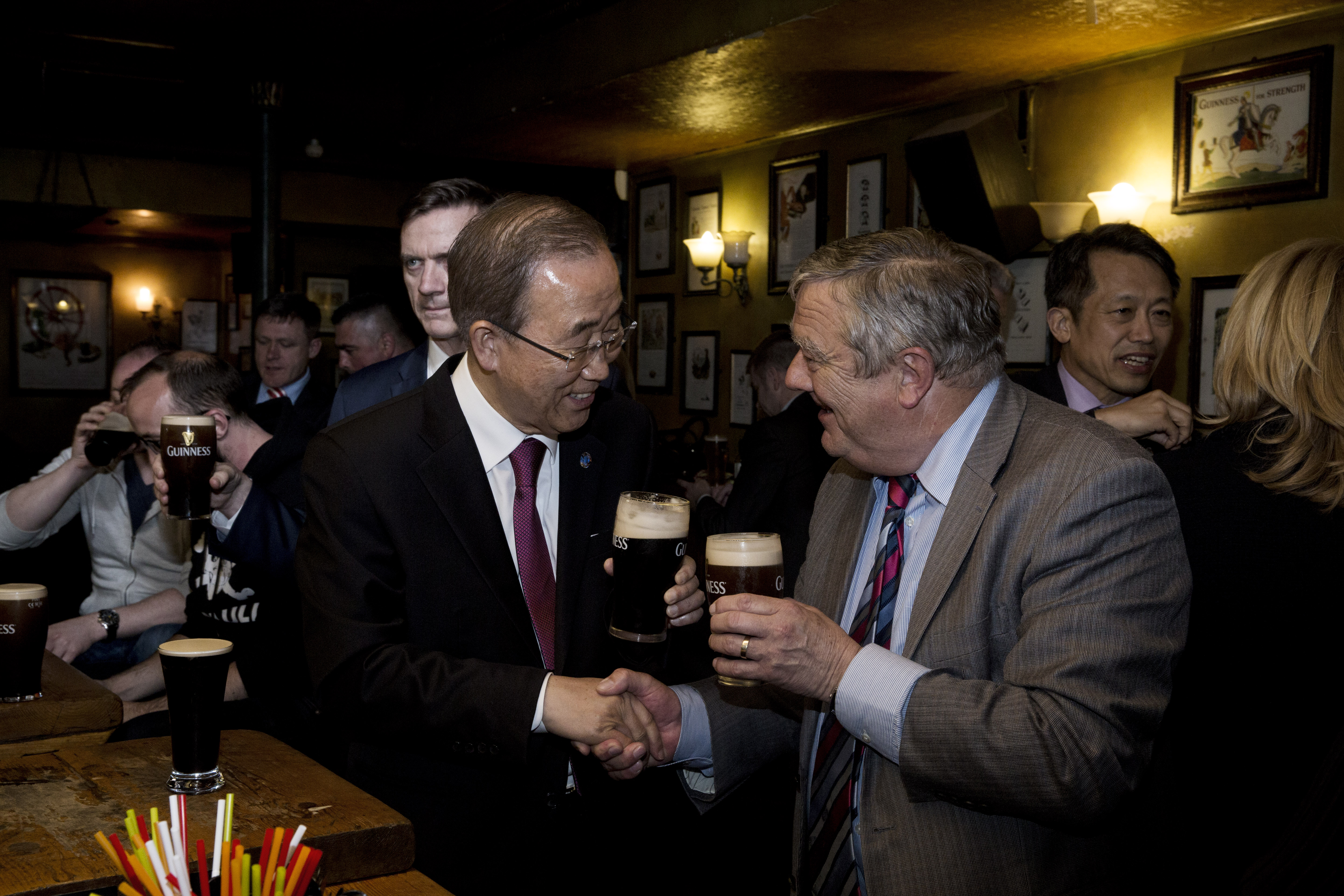 Ban Ki moon Michael Kiely share a beer and a handshake.